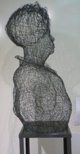 """""""Cher Alexandre Dumas"""" Sculpture en Fil de Fer Tressé Peint H90/L73cm + Socle H100/L36cm//Total H90/L36cm"""